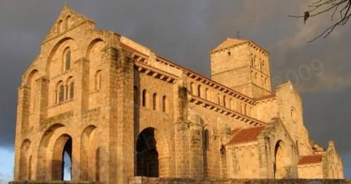 eglise-romane-chatel-montagne-allier-L-1.jpg