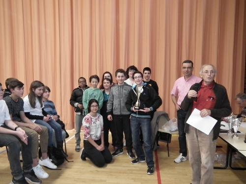 Champion - College La Ribeyre de Cournon - A droite Michel Bolis organisateur et derriere Jean-Claude Grimaud president du CD de l'Allier.JPG